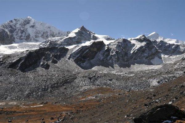 Climbing Ramdung peak